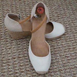 Womens size 9 1/2 Canvas Sandals